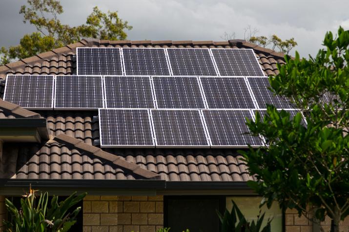 Herramientas online para ayudar a los (posibles) prosumidores energéticos en la toma de decisiones relacionadas con la optimización energética de sistemas fotovoltaicos de autoconsumo